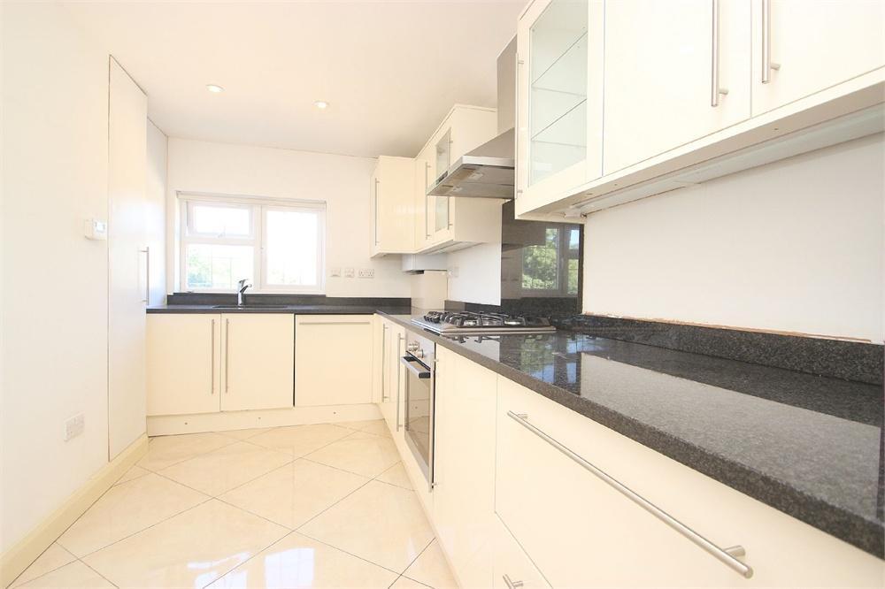 2 bed apartment to rent in High Street, Burnham, Buckinghamshire, Burnham, SL1