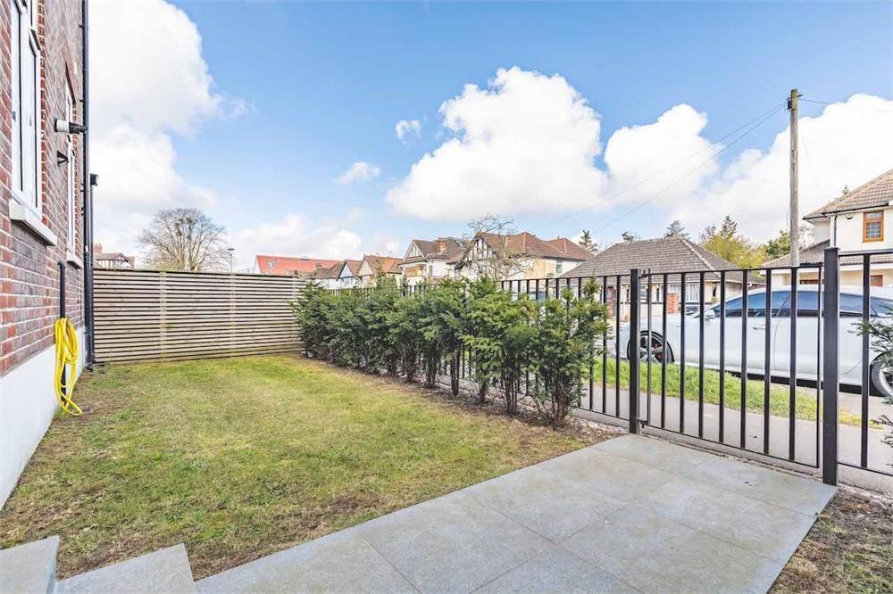 1 bed apartment for sale in Grand Approach, 2 Bathurst Walk, Richings Park, Buckinghamshire, Richings Park, SL0