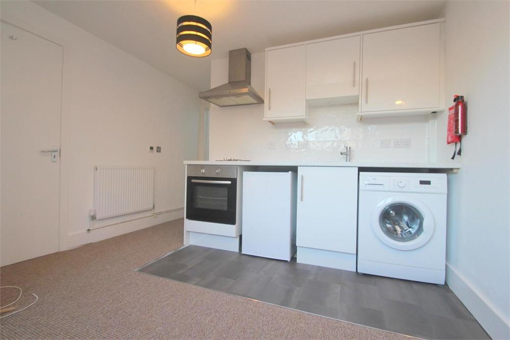Apartment to rent in Albany Road, Old Windsor, Berkshire, Old Windsor, SL4