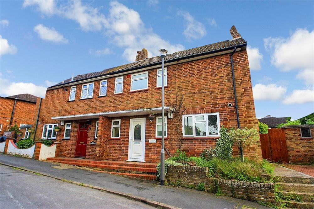 3 bed house to rent in Candlemas Mead, Beaconsfield, Buckinghamshire, Beaconsfield, HP9