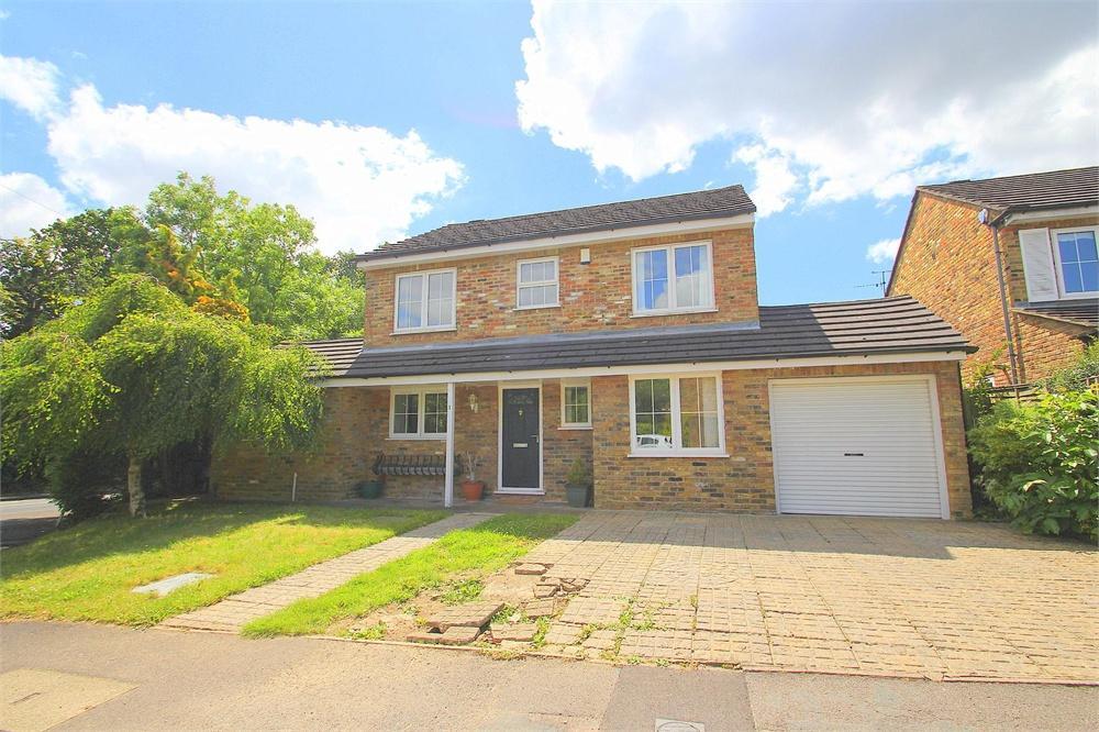 4 bed house to rent in Sands Farm Drive, Burnham, Buckinghamshire, Burnham, SL1