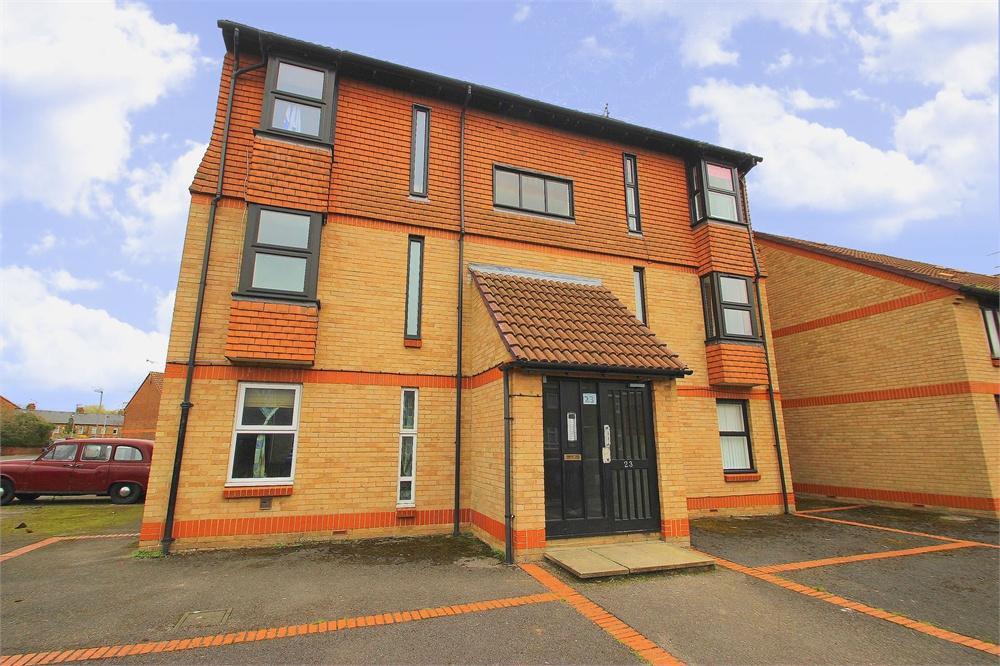 Apartment to rent in Holmlea Road, Datchet, Berkshire, Datchet, SL3