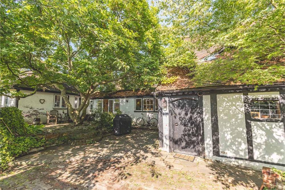 4 bed house for sale in High Street, Burnham, Buckinghamshire, Burnham  - Property Image 1