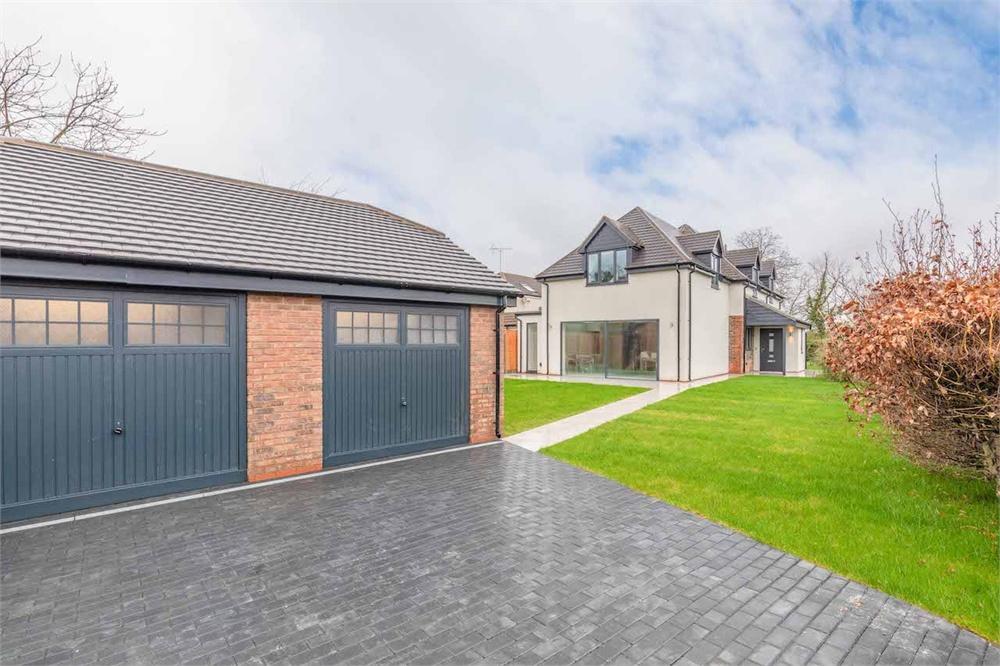 4 bed house for sale in Castle Avenue, Datchet, Berkshire, Datchet, SL3