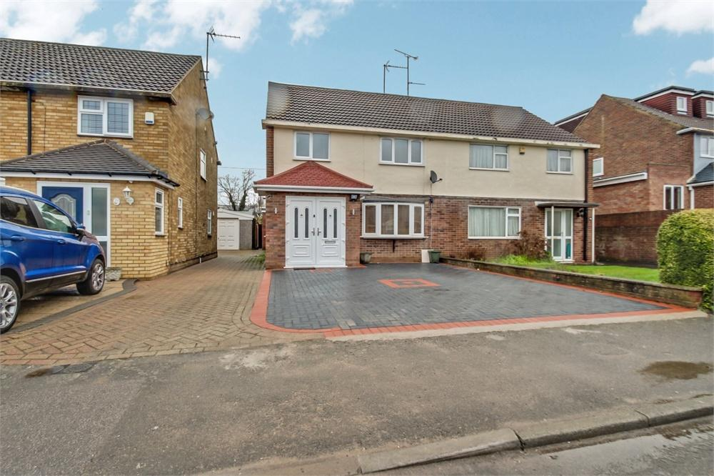 4 bed house to rent in Alderbury Road, Langley, Berkshire, Langley, SL3