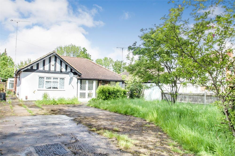 3 bed house to rent in Fairway Avenue, West Drayton, Middlesex, West Drayton, UB7