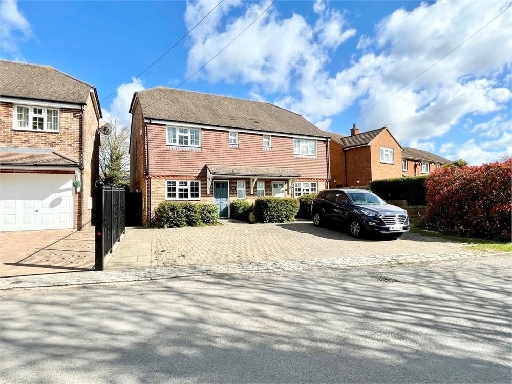 3 bed house to rent in Lent Green, Burnham, Buckinghamshire, Burnham, SL1