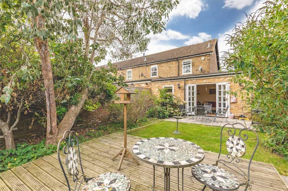 2 bed house for sale in Garden Cottages, High Street, Colnbrook, Berkshire, Colnbrook, SL3