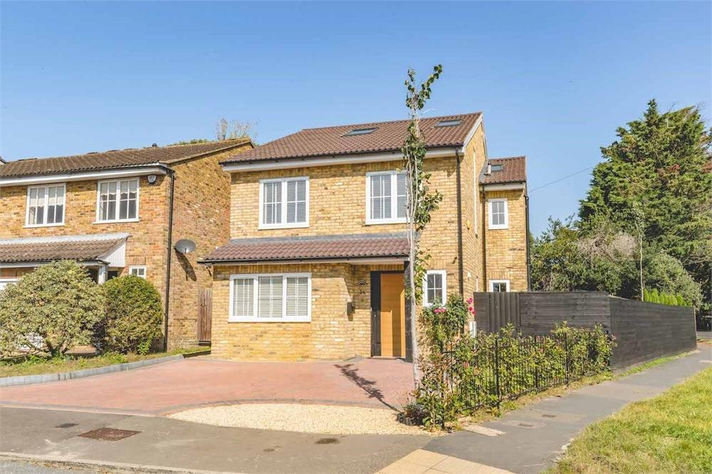 5 bed house for sale in Holmsdale Close, Iver, Buckinghamshire, Iver, SL0