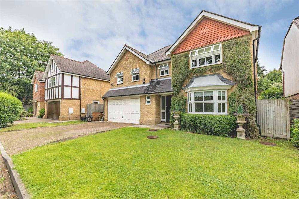 5 bed house for sale in Holm Grove, Hillingdon, Middlesex, Hillingdon, UB10