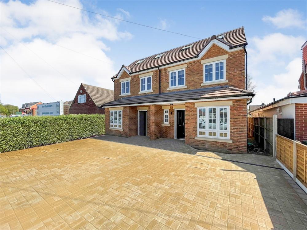 5 bed house to rent in Elmshott Lane, Cippenham, Slough, Berkshire, Cippenham, SL1