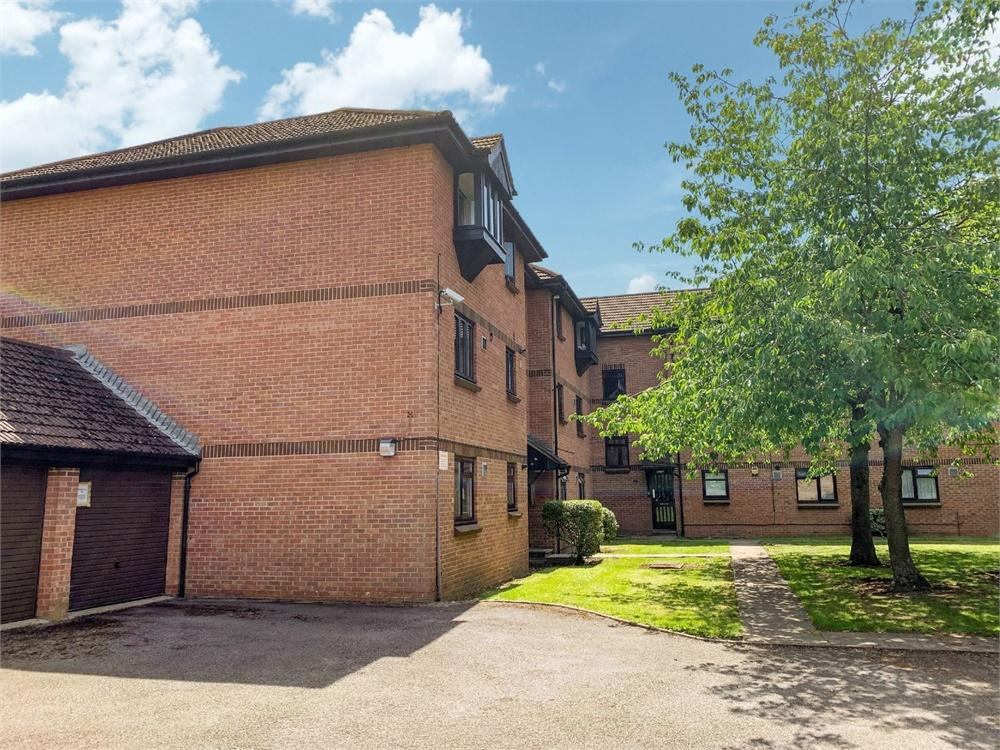 Apartment to rent in Vicarage Way, Colnbrook, Berkshire, Colnbrook, SL3