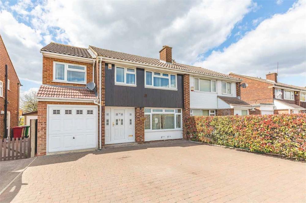 5 bed house for sale in Market Lane, Langley, Berkshire, Langley, SL3