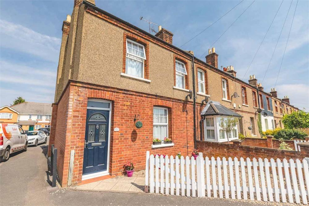 3 bed house for sale in Meadfield Road, Langley, Berkshire, Langley, SL3