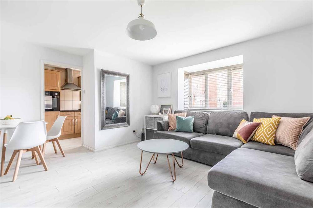 2 bed apartment for sale in Walpole Road, Burnham, Berkshire, Burnham, SL1
