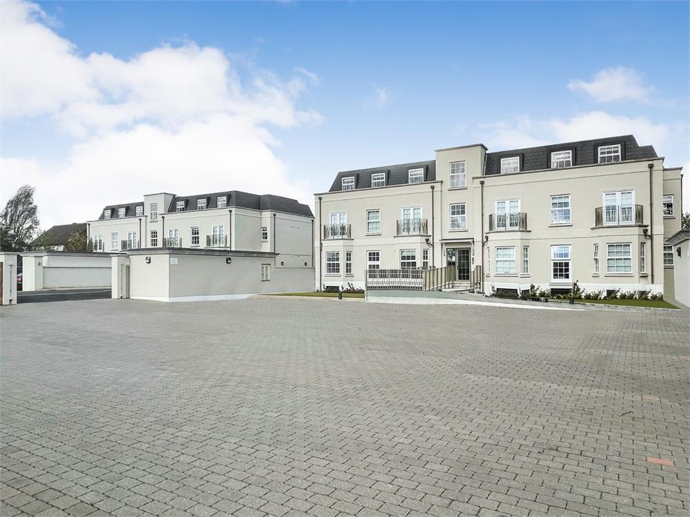 2 bed apartment to rent in Slough Road, Datchet, Berkshire, Datchet, SL3