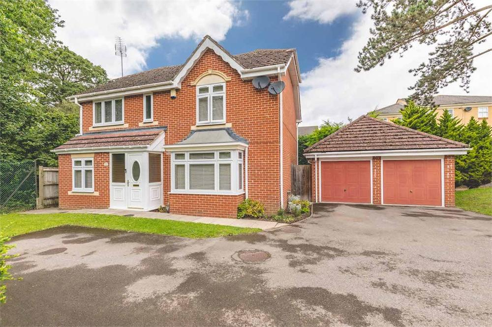 4 bed house for sale in Hurworth Avenue, Langley, Berkshire, Langley, SL3