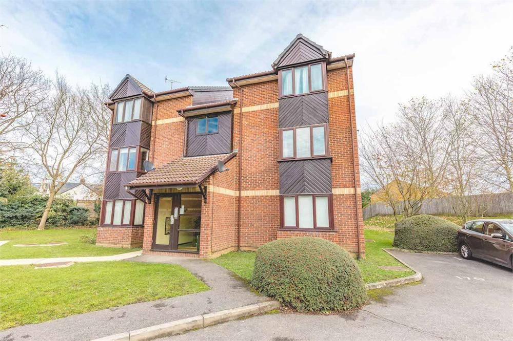 1 bed apartment for sale in Maypole Road, Taplow, Buckinghamshire, Taplow, SL6