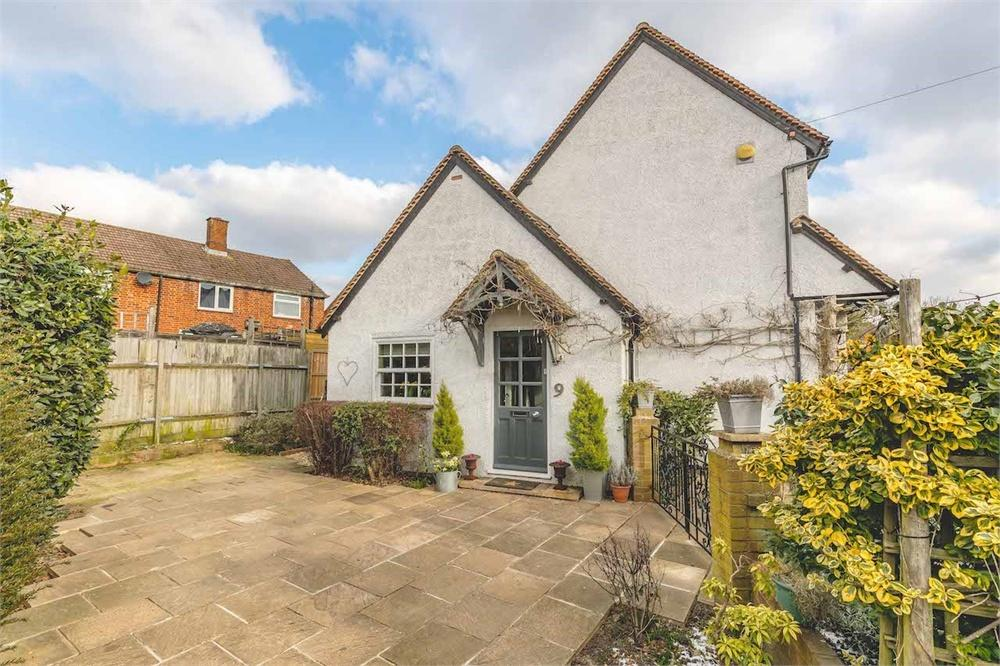 4 bed house for sale in Church Walk, Burnham, Buckinghamshire, Burnham, SL1
