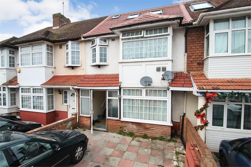 7 bed house to rent in Pinglestone Close, Harmondsworth, West Drayton, Middlesex, West Drayton, UB7