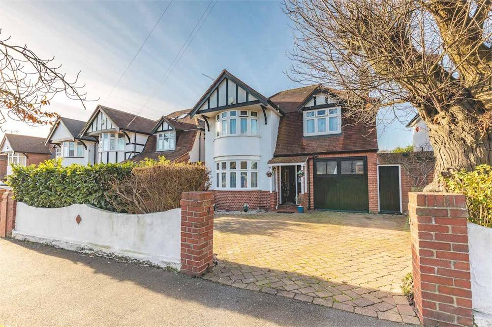 4 bed house for sale in Lynwood Avenue, Langley, Berkshire, Langley, SL3