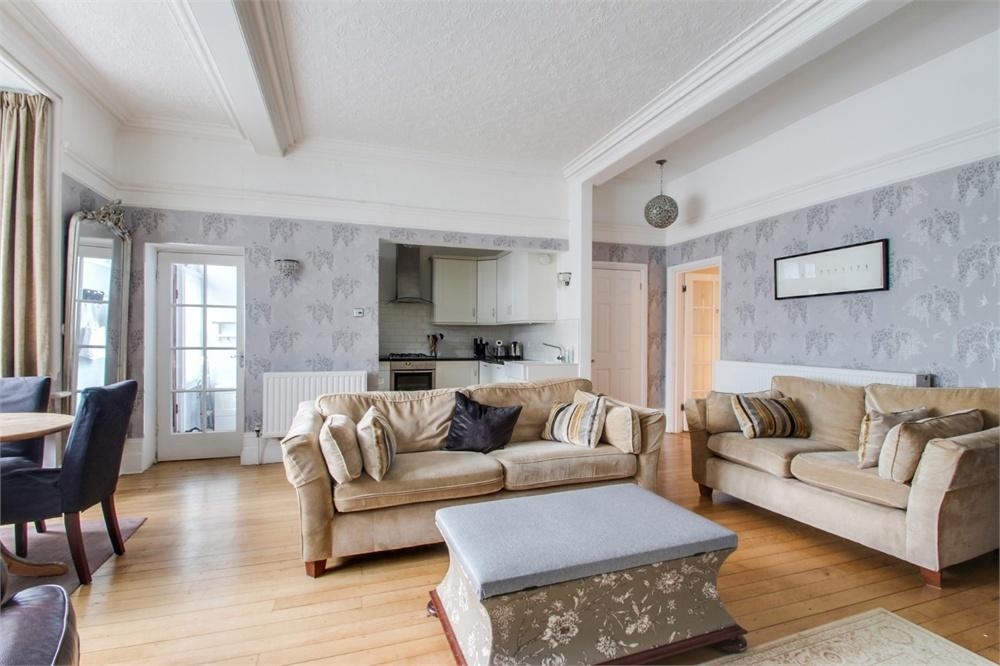 2 bed apartment to rent in Southlea Road, Datchet, Berkshire, Datchet, SL3