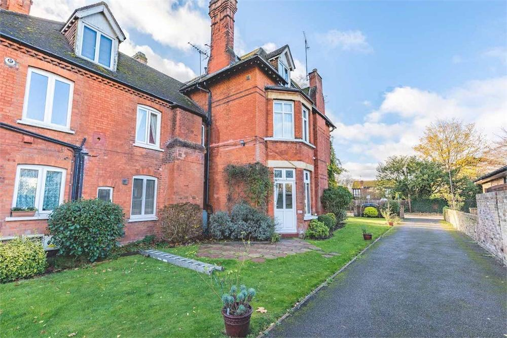 2 bed apartment to rent in The Avenue, Datchet, Berkshire, Datchet, SL3