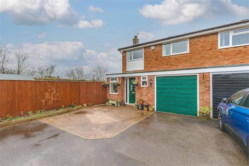 3 bed house for sale in Shenstone Drive, Burnham, Buckinghamshire, Burnham, SL1