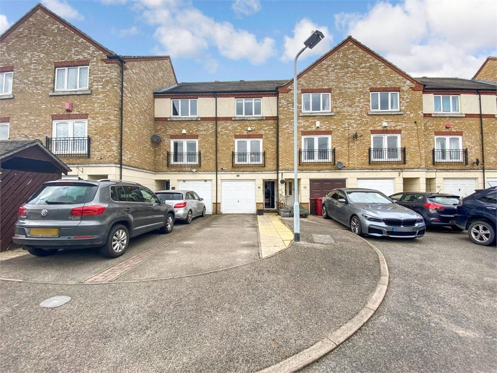 3 bed house to rent in Hunstanton Close, Colnbrook, Berkshire, Colnbrook, SL3