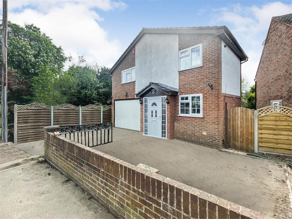 4 bed house to rent in Lent Rise Road, Burnham, Buckinghamshire, Burnham, SL1