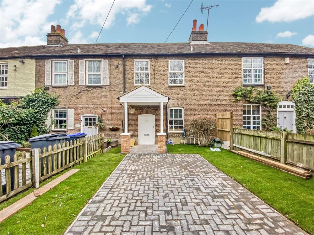 3 bed house to rent in Thorney Mill Road, Iver, Buckinghamshire, Iver, SL0