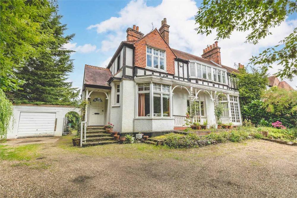 5 bed house for sale in Windsor Road, Datchet, Berkshire, Datchet, SL3
