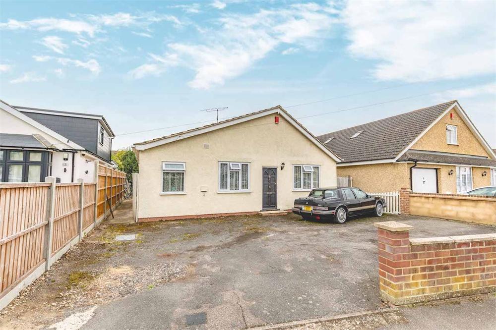2 bed house for sale in Royston Way, Burnham, Berkshire, Burnham, SL1