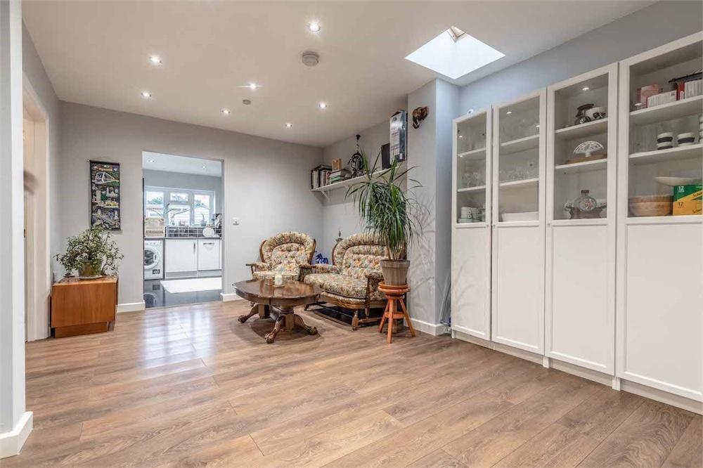 5 bed house for sale in Wendover Road, Burnham, Buckinghamshire, Burnham, SL1