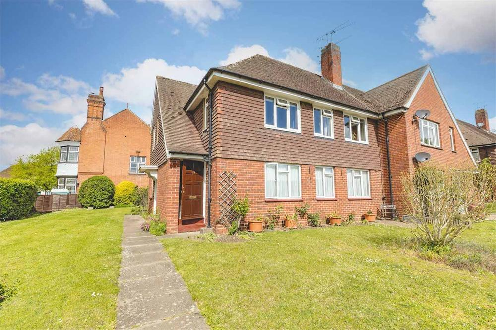 2 bed apartment for sale in Hall Court, Datchet, Berkshire, Datchet, SL3