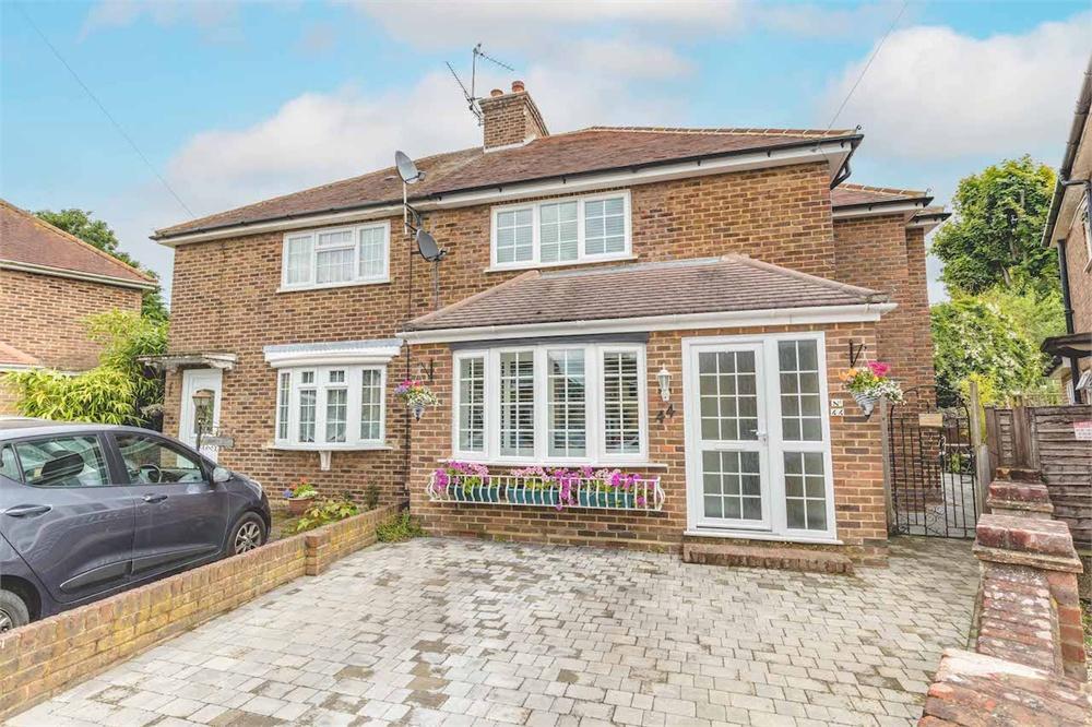 4 bed house for sale in Aldbourne Road, Burnham, Buckinghamshire, Burnham  - Property Image 1