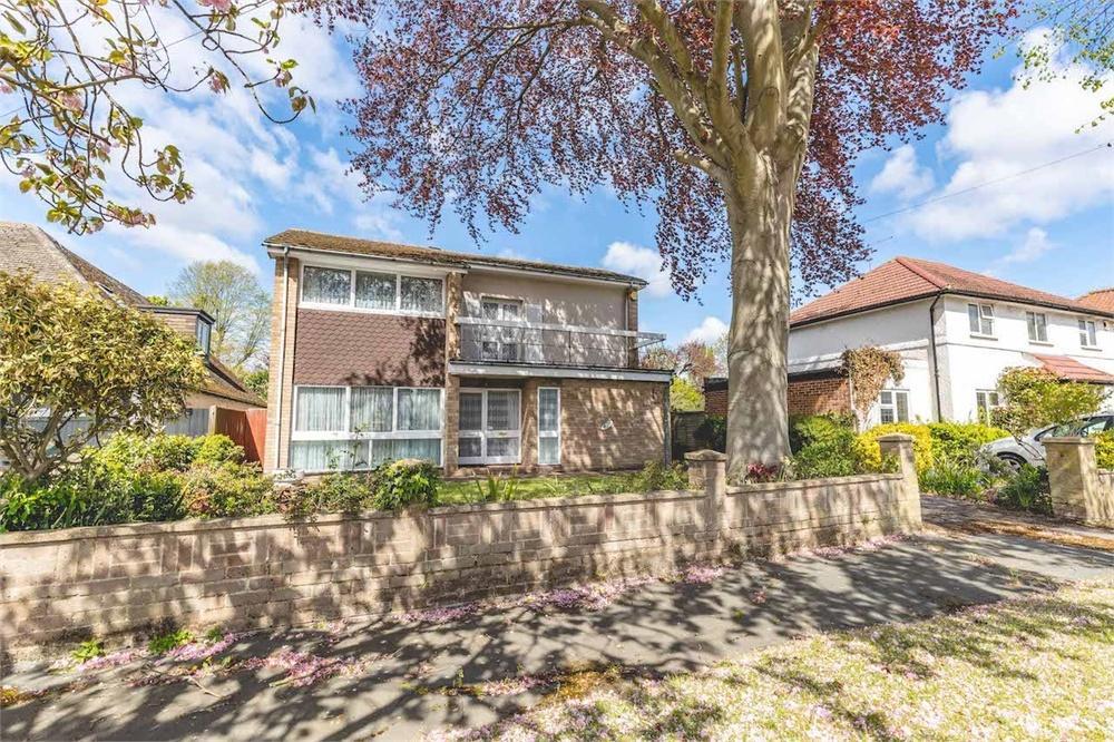 4 bed house for sale in Wellesley Avenue, Richings Park, Buckinghamshire, Richings Park, SL0