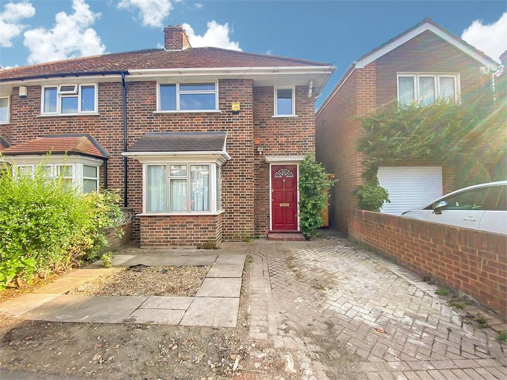 3 bed house to rent in Willoughby Road, Langley, Berkshire, Langley, SL3