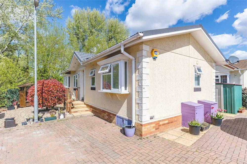 2 bed park home for sale in Mayfield Park, Thorney Mill Road, West Drayton, Middlesex, West Drayton, UB7