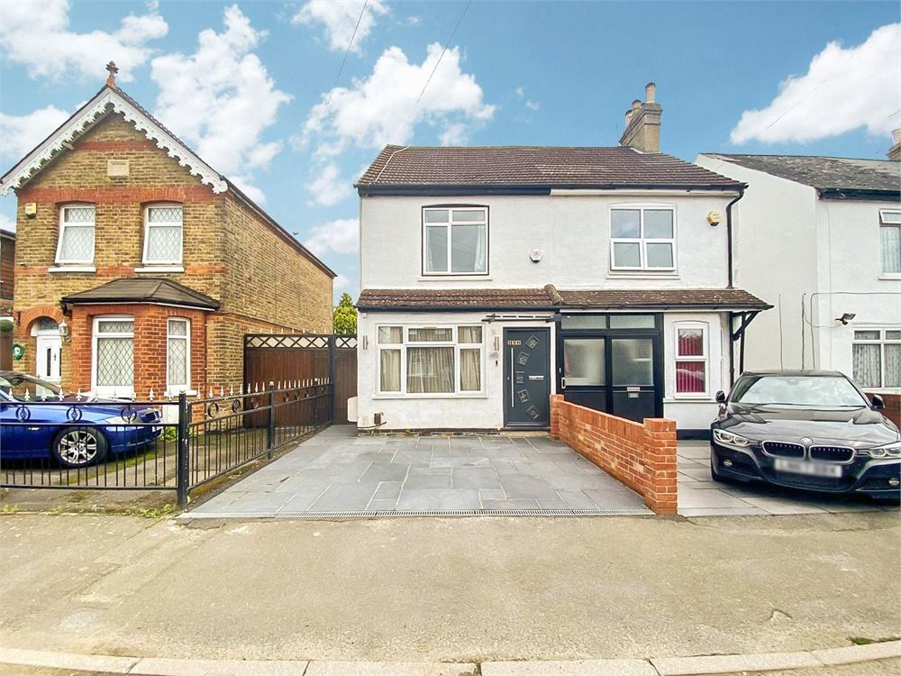 4 bed house to rent in Willoughby Road, Langley, Berkshire, Langley, SL3
