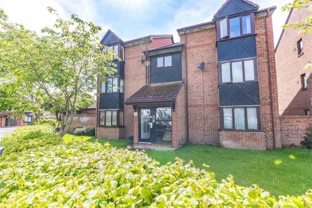 1 bed apartment for sale in Hawthorne Crescent, West Drayton, Middlesex, West Drayton, UB7
