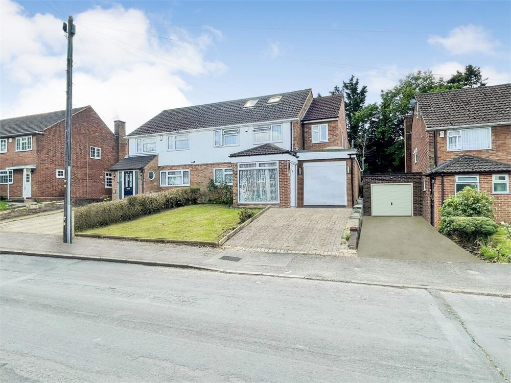 5 bed house to rent in Barton Road, Langley, Berkshire, Langley, SL3
