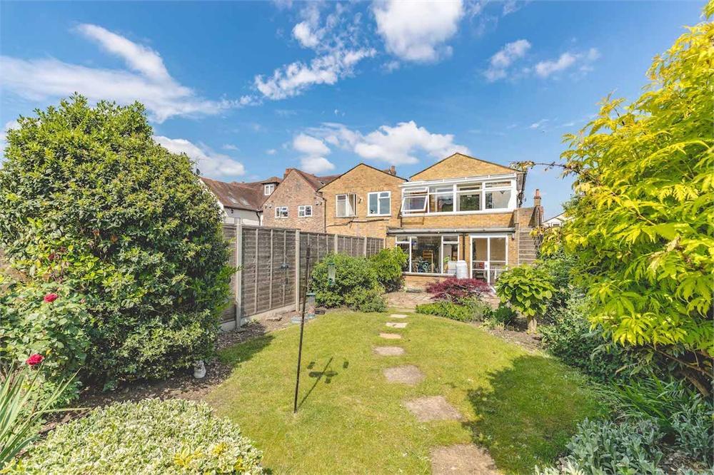 2 bed apartment for sale in High Street, Burnham, Buckinghamshire, Burnham, SL1