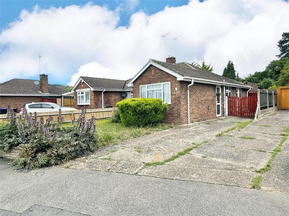2 bed house for sale in Briar Close, Taplow, Buckinghamshire, Taplow - Property Image 1