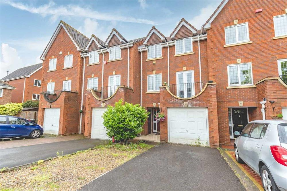 4 bed house for sale in Deverills Way, Langley, Berkshire, Langley, SL3
