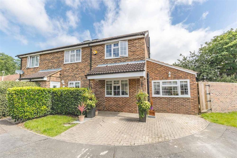 5 bed house for sale in Frays Close, West Drayton, Middlesex, West Drayton, UB7