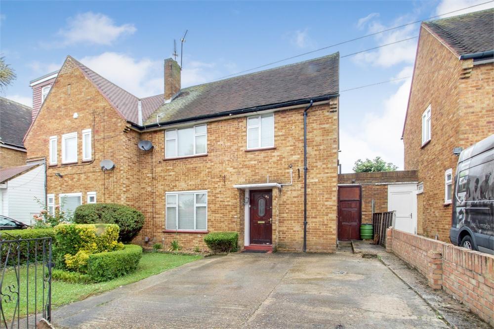 4 bed house to rent in Violet Avenue, Uxbridge, Middlesex, Uxbridge, UB8
