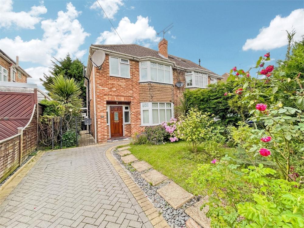 4 bed house to rent in Smiths Lane, Windsor, Berkshire, Windsor, SL4