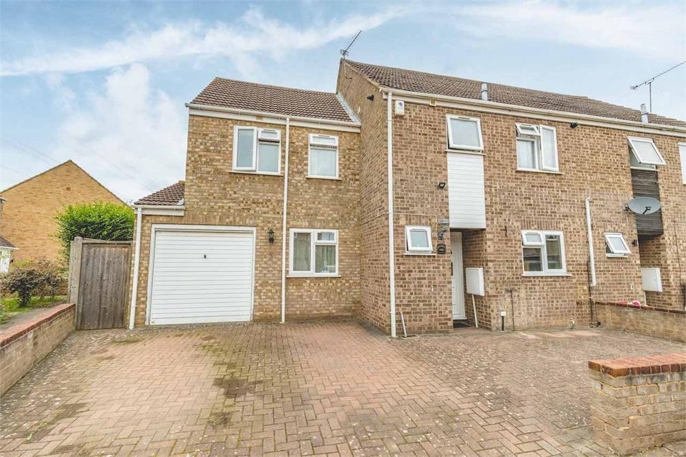 4 bed house for sale in Rochfords Gardens, Wexham, Berkshire, Wexham, SL2