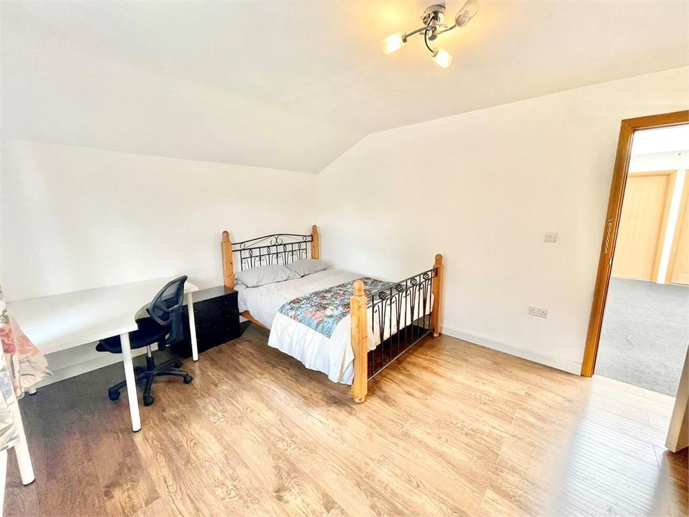 Apartment to rent in Hawthorn Drive, Denham, Buckinghamshire, Denham, UB9